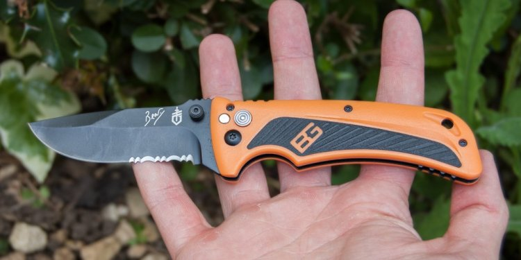 Bear Grylls AO Knife Review
