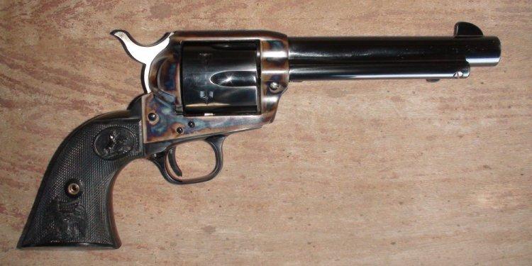 Colt-manufacturing-45-pistol