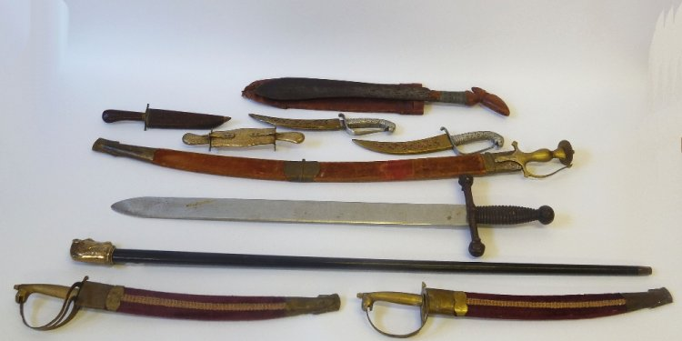 REPRODUCTION SWORDS AND