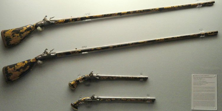 Antique Japanese Lacquer Guns