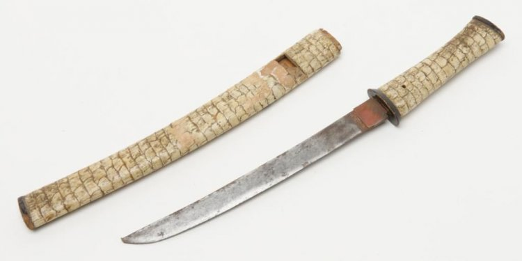2 Japanese short swords or