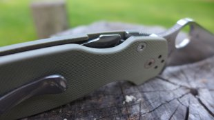 spyderco compression lock
