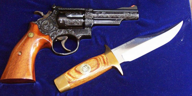 Smith & Wesson Bowie Knife
